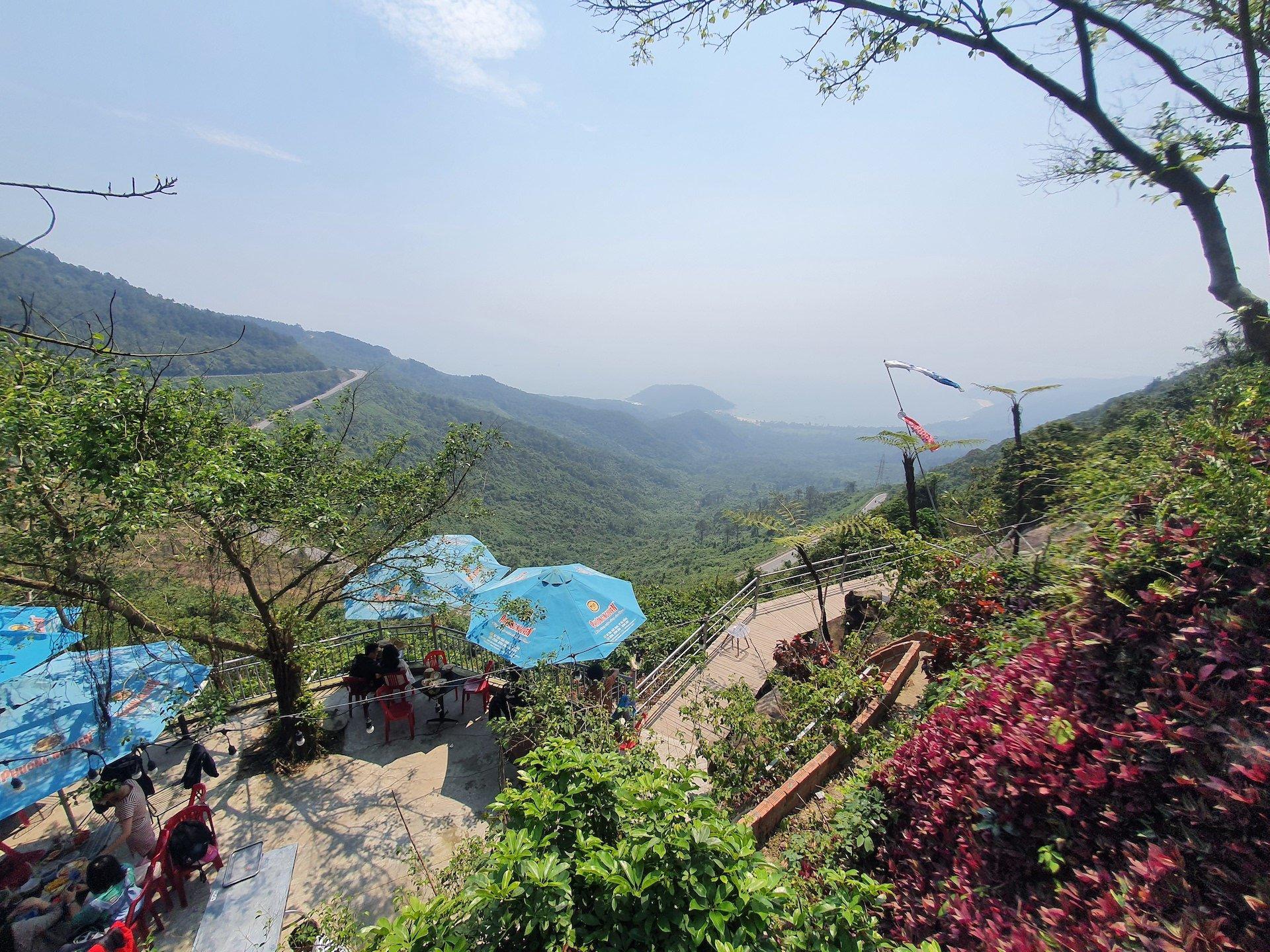 Hai Van Pass Top Cloud Cafe